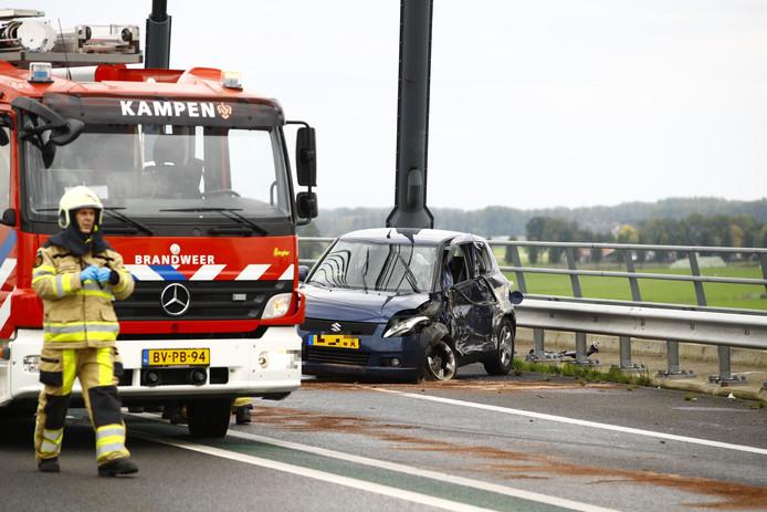 De schade aan een van de voertuigen.
