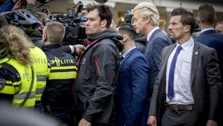 Wilders brengt een bezoek aan Volendam tijdens de campagne, zijn eerste publieke optreden na de arrestatie van Faris K. Beeld anp