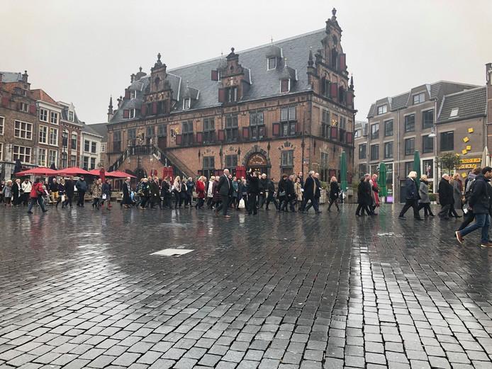 Herdenking van het bombardement op Nijmegen, 75 jaar geleden. De stille tocht.