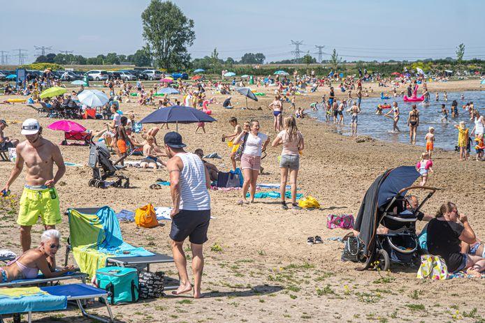 De Milligerplas in Zwolle trok donderdag veel bezoekers. Volgens burgemeester Peter Snijders bleef de drukte binnen de perken en was afsluiten net niet nodig. Hij wil bezoekersstromen in de toekomst gerichter gaan sturen.