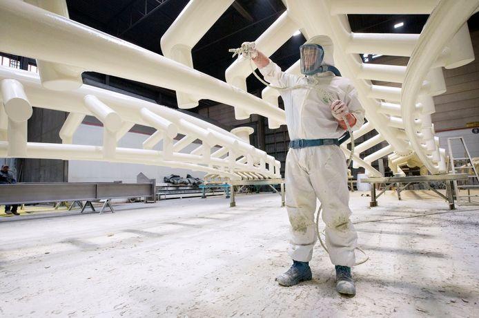 De bouw van de nieuwe Python voor de Efteling bij CSM Steelstructures in Hamont-Achel.