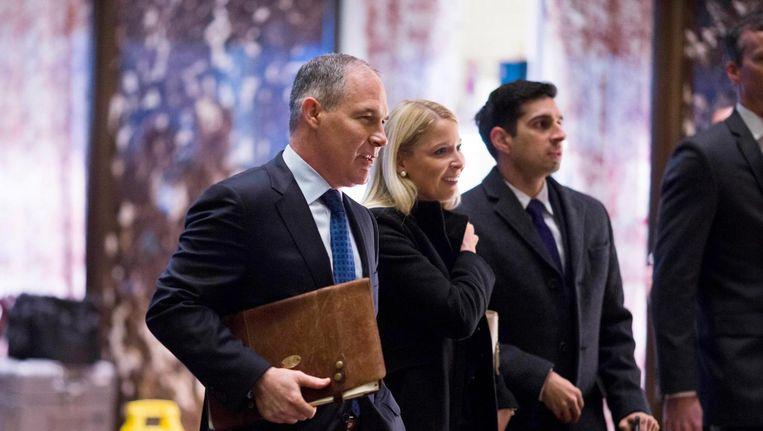 Scott Pruitt, Trumps keus voor het milieuagentschap EPA, maakt zijn opwachting in Trump Tower. Beeld epa
