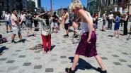"""Kunstenaars houden stokstijf protest op Operaplein: """"Nul steun voor inkomensverlies door corona"""""""