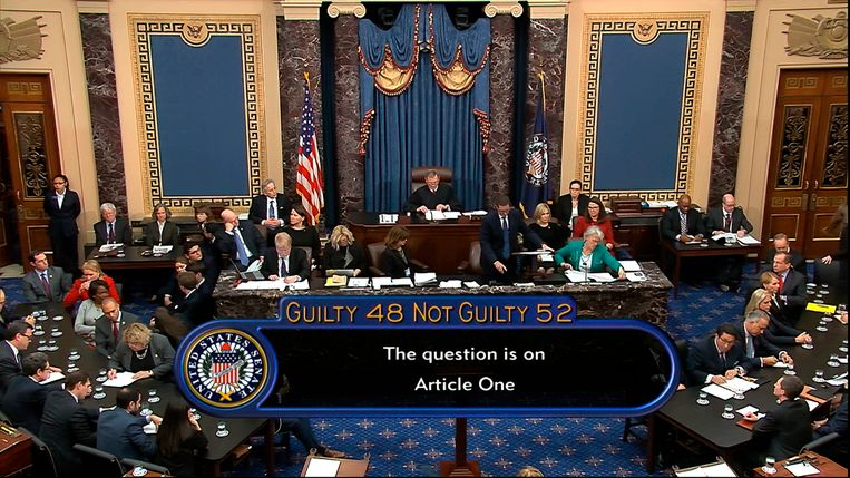 52 Republikeinse senatoren spraken Donald Trump vrij van machtsmisbruik, alleen de Republikeinse senator Mitt Romney stemde voor afzetting.  Beeld AP