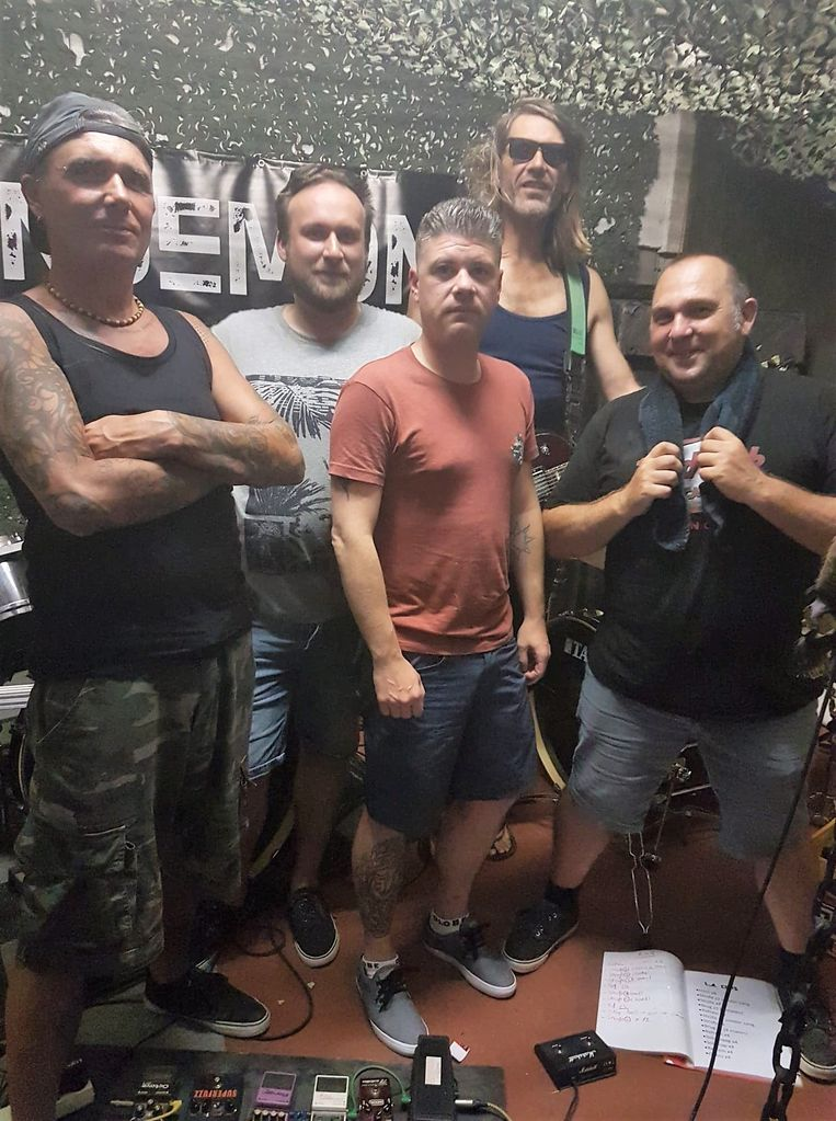 25 jaar na het overlijden van vriend Rik Vanbiervliet, treedt Friends of Amos nog eens op.