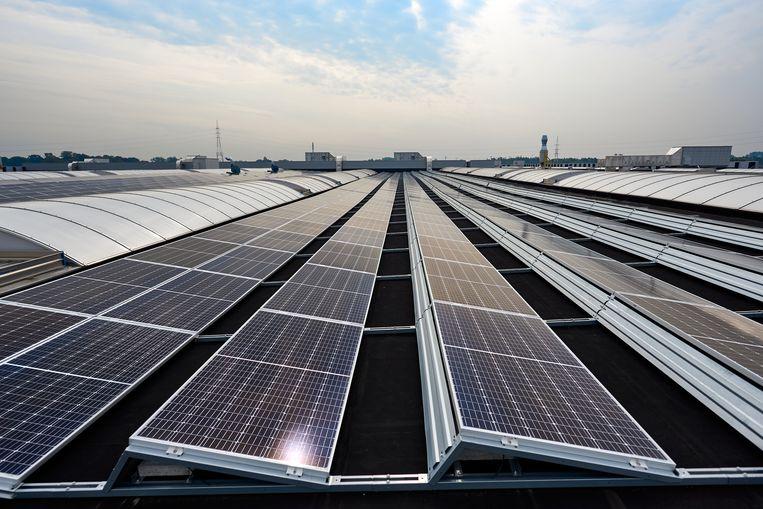 Zonnepanelen op dak werkplaats NMBS Melle.
