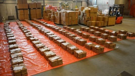 Een speciaal team onderschepte vorig jaar maart bijna 3.000 kilo cocaïne in de Waalhaven in Rotterdam. In totaal werd er in 2016 liefst 13.000 kilo coke in beslag genomen.