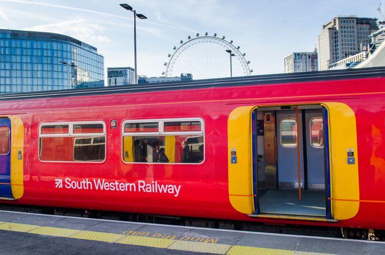 Een trein van South Western Railway in Londen.
