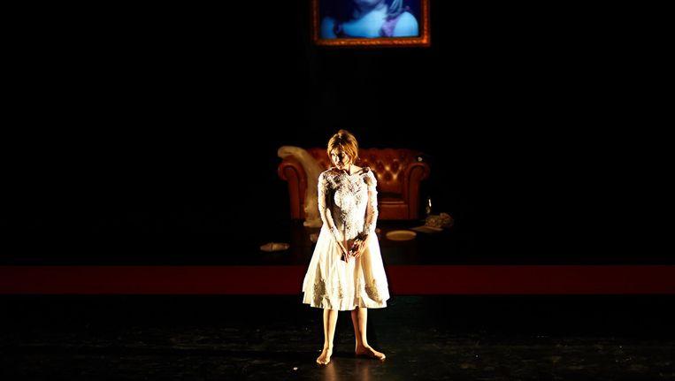 Elsie de Brauw in de eenmalige opvoering van Verboden Gebied: Vrouw in Niemandsland, in 2015. Beeld Lennart Laberenz
