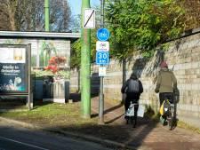 Stad plaats eerste waarschuwingsborden voor snelle fietsers