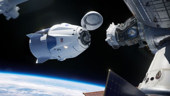 Een simulatie van hoe de Crew Dragon zich aan aan af het ISS koppelt.