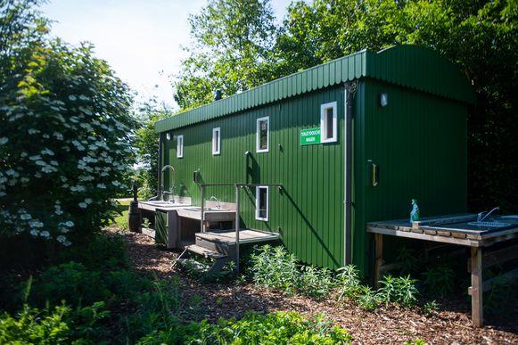 De luxueuze sanitairwagen stond ook al klaar op de naturistencamping Grensland in Nieuwmoer.