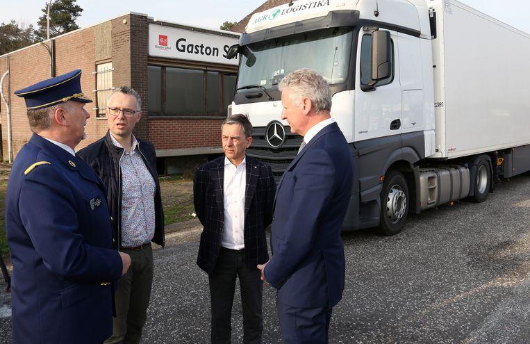 In april 2019 kwam Pieter De Crem zich nog vergewissen van de situatie op de snelwegparking in Mol-Postel