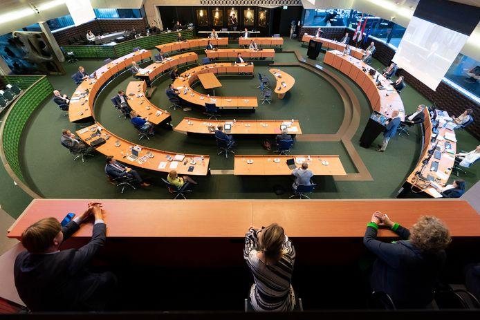 Door de coronamaatregelen waren niet alle statenleden in de zaal tijdens het debat over de Brabantse koers voor de komende jaren.