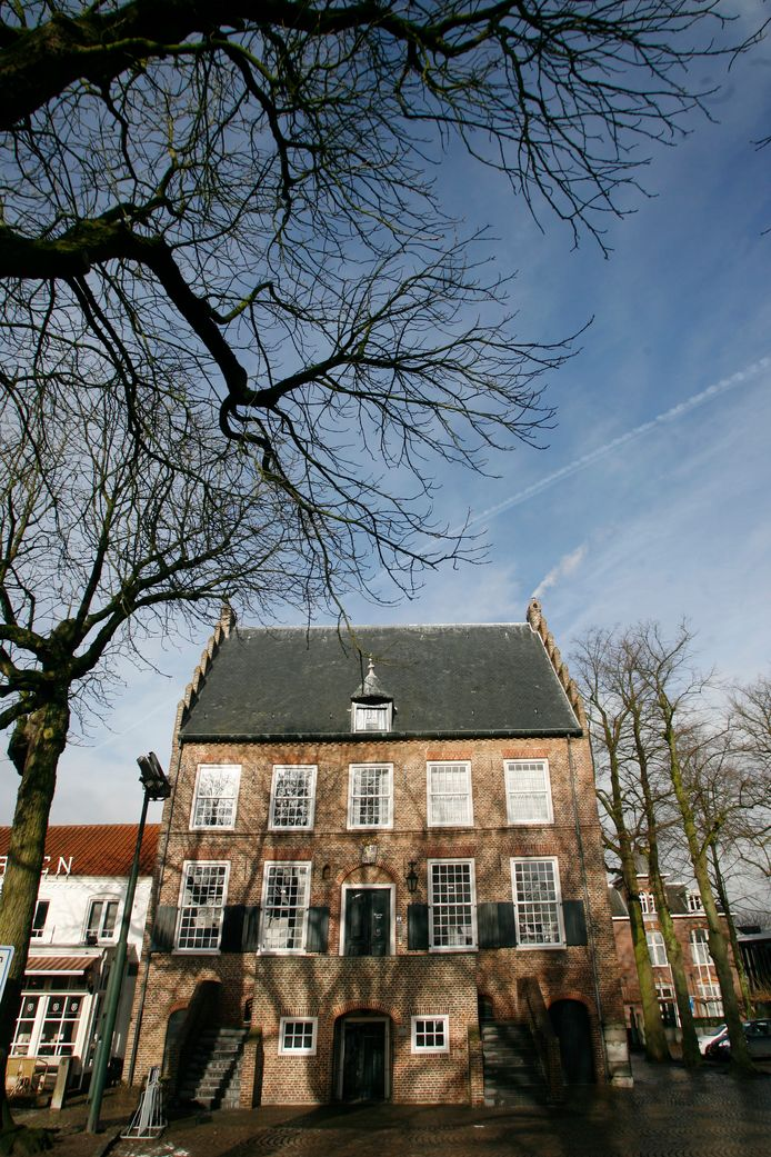 De voorgevel van het Oude Raadhuis.