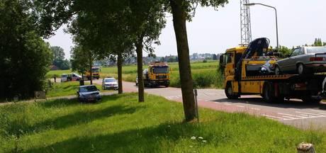 'Politie nam zeven auto's mee  bij inval woonwagenkamp Lith'