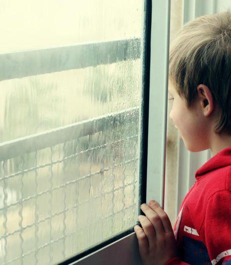 Il part en vacances en Italie en laissant son fils dans son appartement