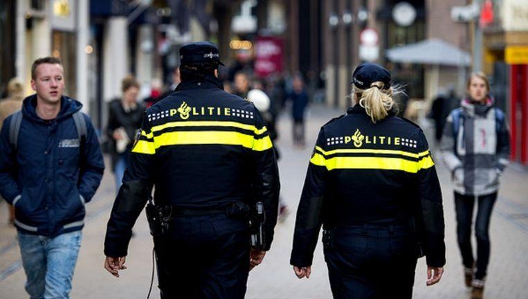 Politieagenten op patrouille in Groningen. Beeld anp