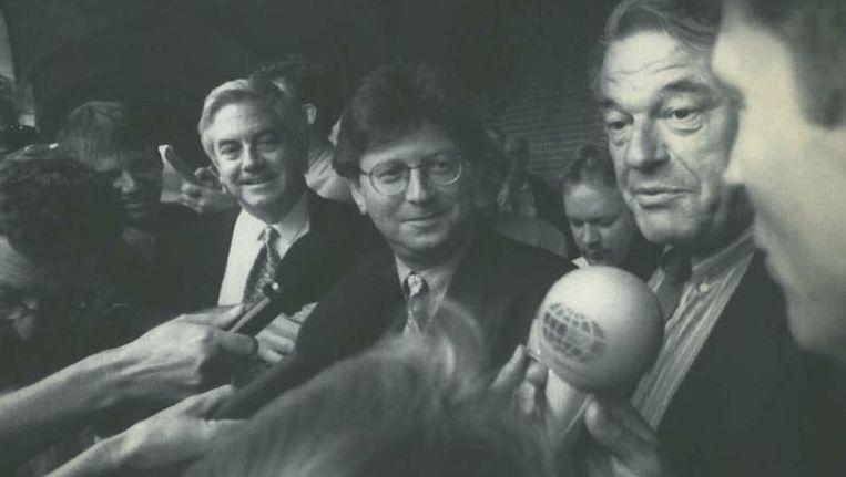 Augustus 1994: de onderhandelaars van het eerste paarse kabinet. Van links naar rechts: Bolkestein (VVD), Wallage (PvdA) en Van Mierlo (D66) staan de pers te woord. Beeld ANP