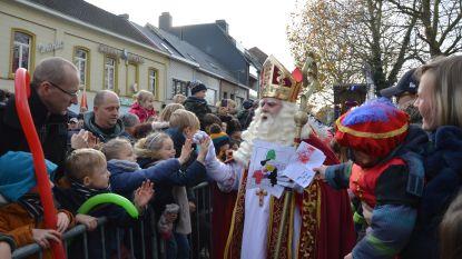 """Kinderen begroeten Sinterklaas bij aankomst in Ninove: """"Sint heeft zachte hand"""""""