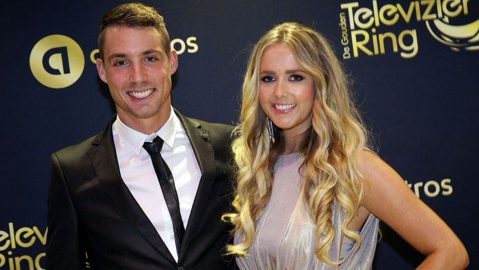 Monique Smit met haar vriend Martijn Molleman op de loper voor aanvang van het Gouden Televizier-Ring Gala 2014 in theater Carre