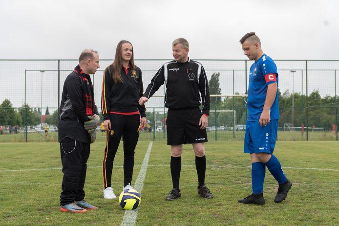 De Red Flames mochten vandaag de aftrap geven van de voetbalmatchen van de Special Olympics.