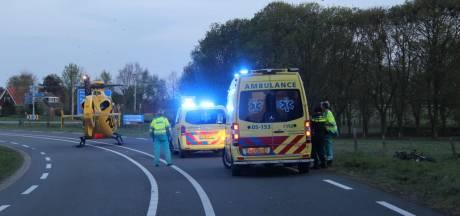 Motorrijder ernstig gewond bij ongeval in Holten, traumahelikopter opgeroepen