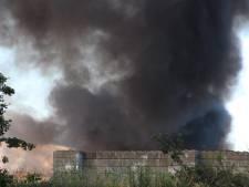 Zwarte rookpluim bij afvalverwerker ARN in Weurt, brand onder controle