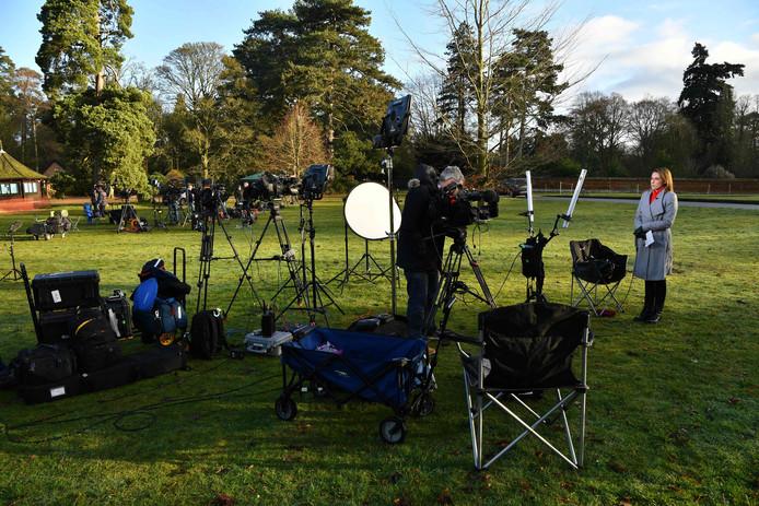 Les médias se sont rassemblés devant la résidence de Sandringham pour ne pas rater l'arrivée des membres de la famille royale.