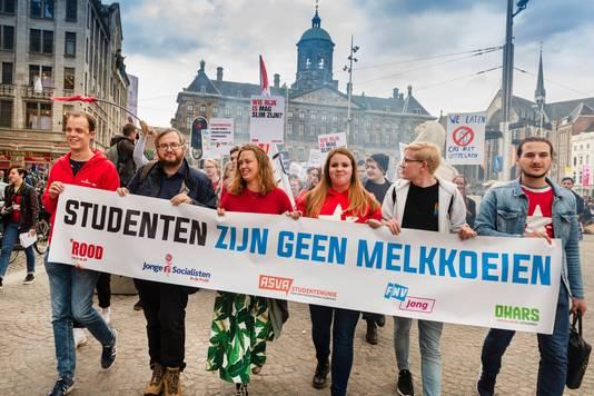 In september 2018 protesteerden studenten op de Dam, tegen het plan van minister Van Engelshoven om studenten meer rente te laten betalen op studieleningen. Dat plan werd uiteindelijk weggestemd.