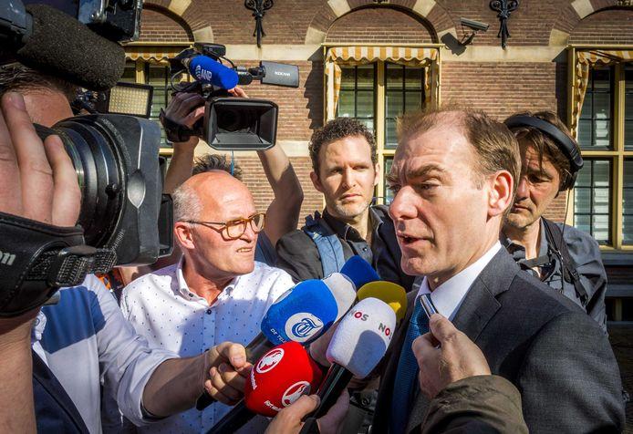 Staatssecretaris Menno Snel (Financiën, D66) bij aankomst van een wekelijkse ministerraad op het Binnenhof