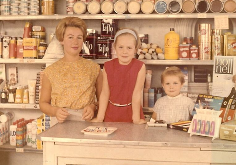 Een foto uit de oude doos: Isabelle Note en en Francoise Alleyn met hun mama.