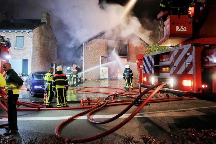 Grote brand in loods Raamsdonksveer