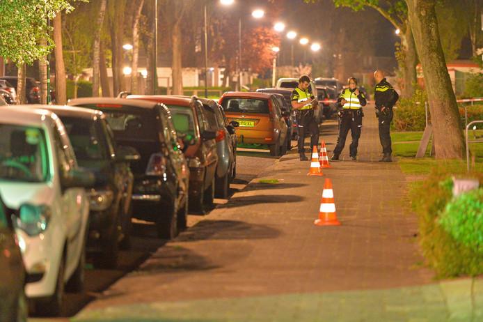 De politie deed vorig jaar april onderzoek op de locatie van de steekpartij in Apeldoorn.