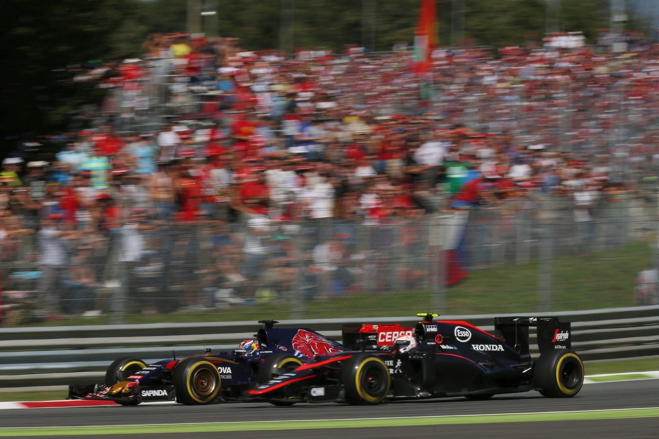 De inhaalactie van Verstappen bij Jenson Button.