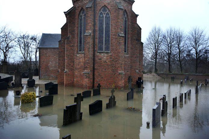De kerk van Kekerdom staat soms in het water.