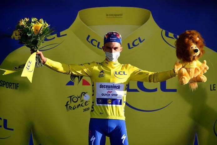 Julian Alaphilippe in het geel.