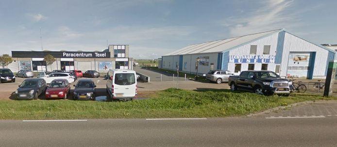 Het is nog niet bekend op welke hoogte de twee slachtoffers zich bevonden voordat ze crashten in de buurt van het paracentrum bij De Cocksdorp.