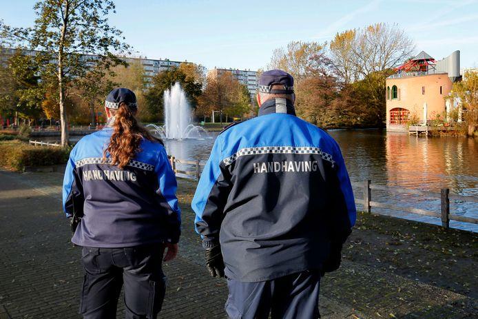 Extra handhavers in het park, naar aanleiding van het geweld in Gorinchem.