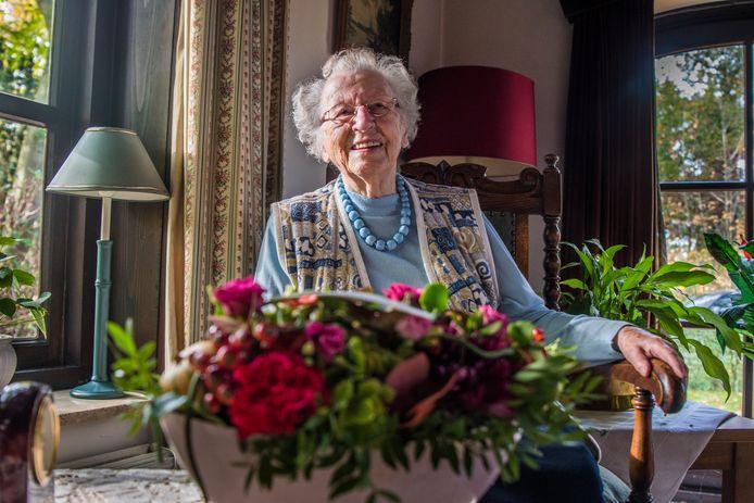 Mevrouw Ten Cate - Peterkamp verkeert nog altijd in goede gezondheid.