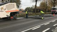 Weggebrand asfalt wordt hersteld