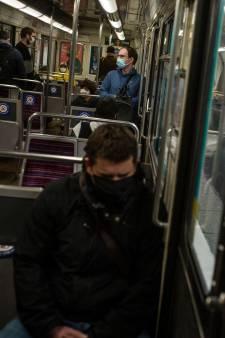Coronavirus: les Français appelés à se taire dans le métro
