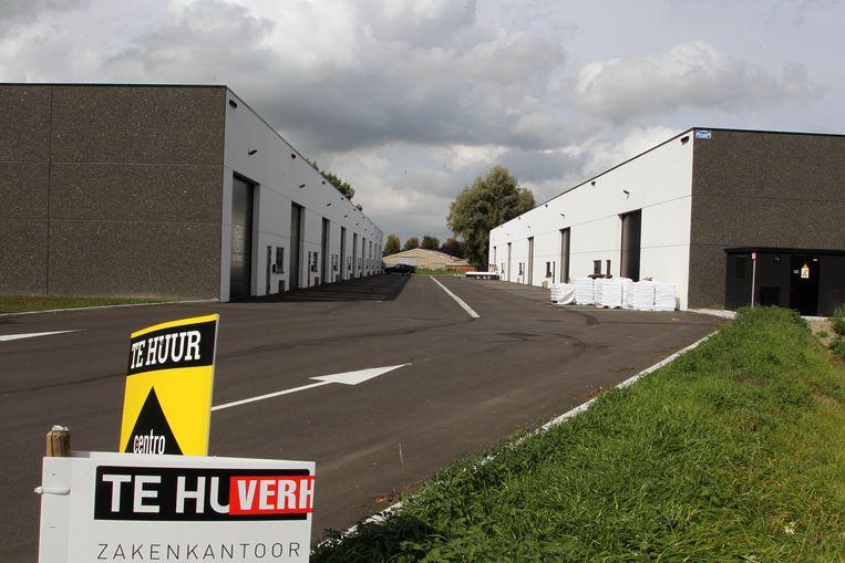 In het industriepark staan nieuwe loodsen te huur.