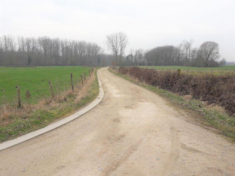 Een trage weg aan de Ruiterij in Zuurbemde.