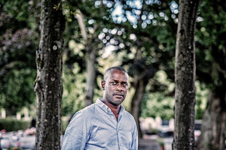 'Ik denk dat  de KU Leuven zich geen burgerlijke partij stelt omdat ze al partij gekozen heeft. De universiteit heeft Sanda in de steek gelaten', zegt Ousmane Dia (51).  Beeld Tim Dirven
