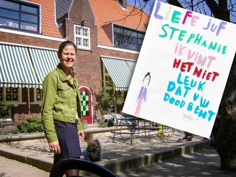 Juf Stephanie geknakt door werk: 'Als jullie deze kaart lezen, ben ik er niet meer'