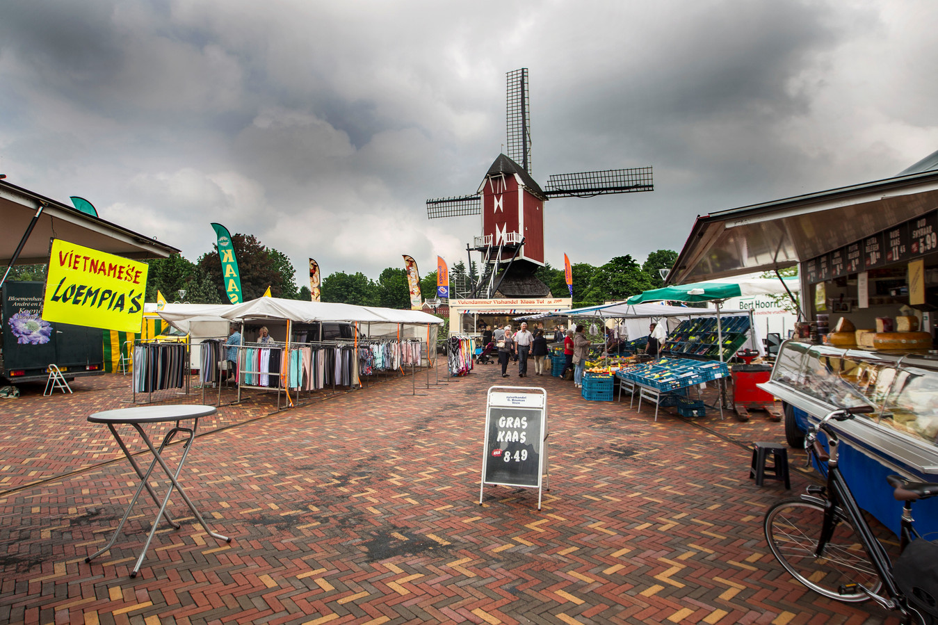 De weekmarkt in Mierlo.