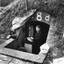 Koken in een schuilkelder op het kazerneterrein aan de Groesbeekseweg, oktober 1944.