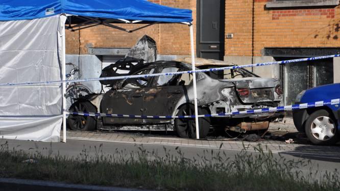 Man overgiet auto van nieuwe partner van ex-vrouw met benzine en steekt hem in brand uit jaloezie