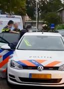 Arrestatie van verdachte in wijk Tuinzigt in Breda. Still uit video.